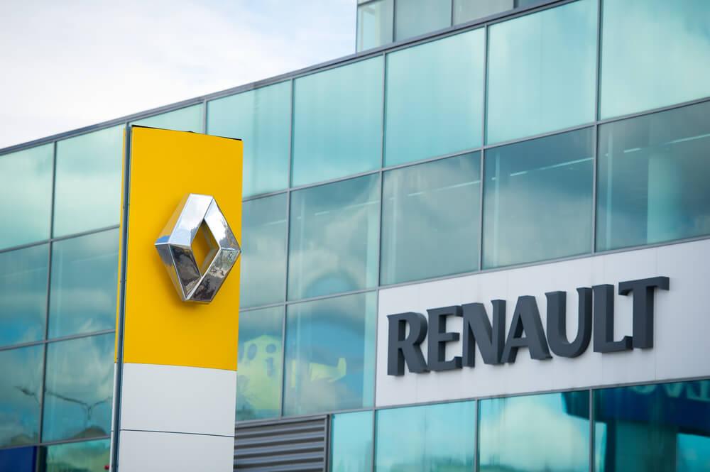 Carmaker: Renault logo.