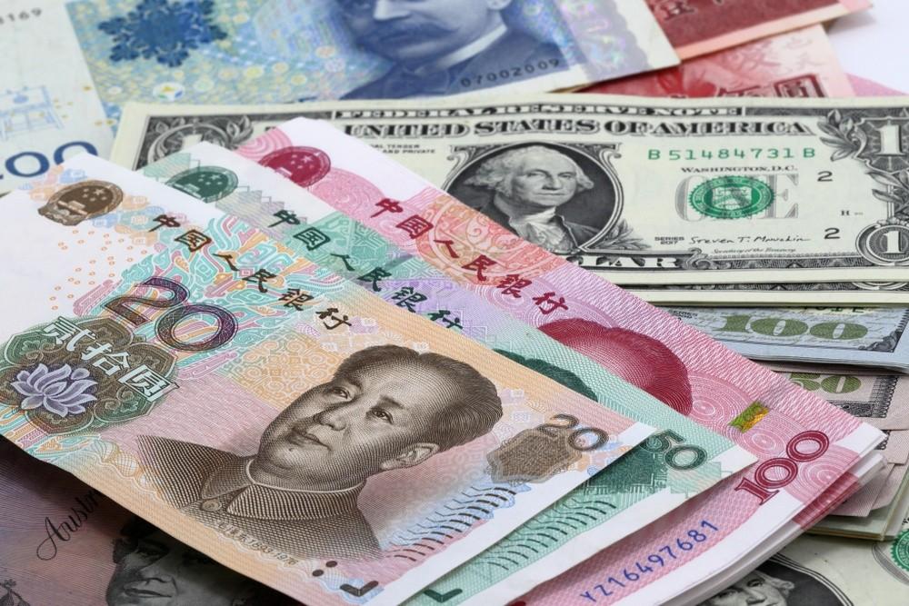 Wibest – Yuan: Chinese yuan and US dollar bills