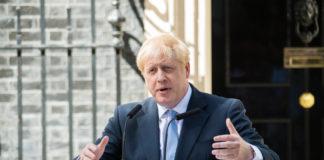 ibest – Parliament: Boris Johnson speaking in front of a podium.