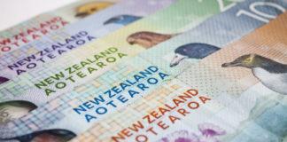 Wibest – NZD USD: New Zealand dollar bills.