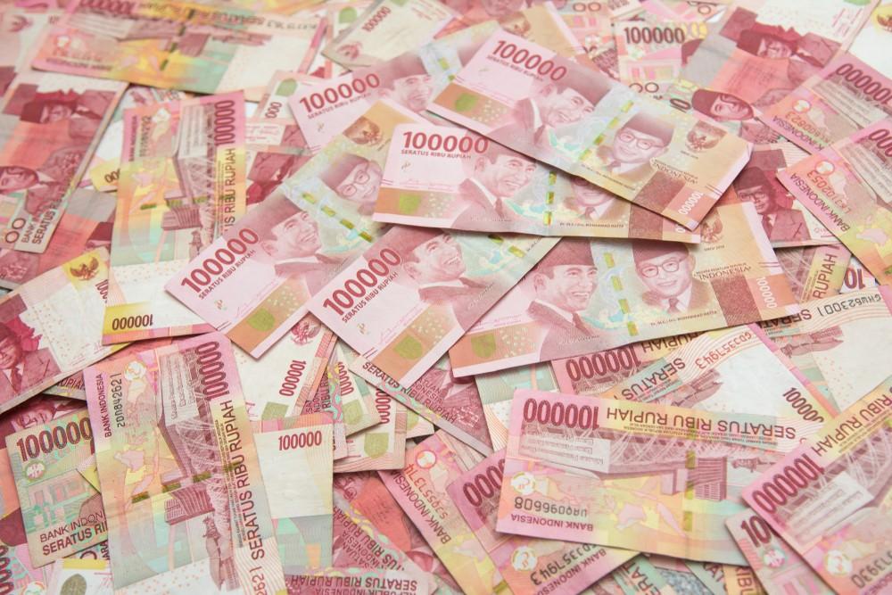 Wibest – Indonesian: Indonesian rupiah bills.