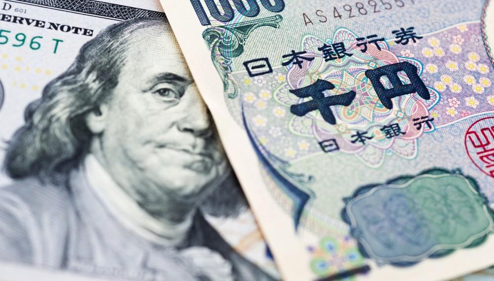 Wibest – US Federal Reserve: A Japanese yen bill over a US dollar bill.
