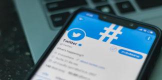 Twitter: Smartphone open Twitter application
