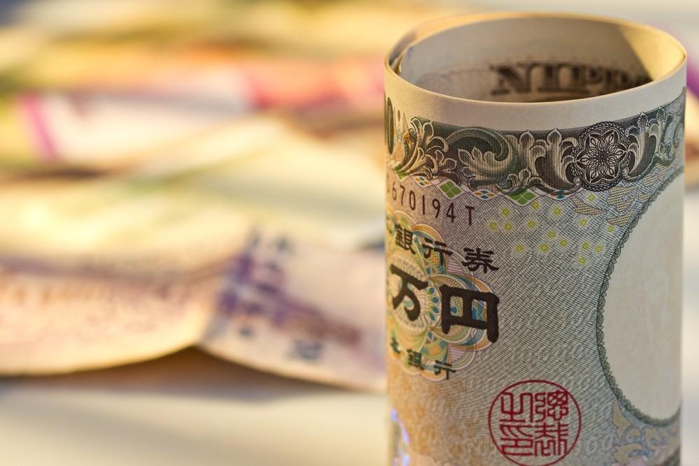 Wibest – Japan yen bill rolled up.