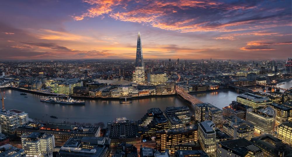 Wibest – Pound Money: Skyline of London.