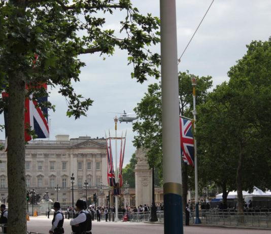 London Summit: Buckingham Palace photo.