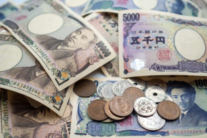 Wibest – Yen exchange rate: Japanese yen bills and coins.