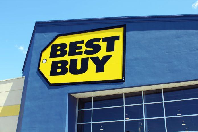Big retailer and financial problems