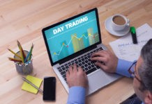 What is day trading? Which strategies can help to succeed?